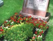 New Light Cemetery gravesite for Blonder